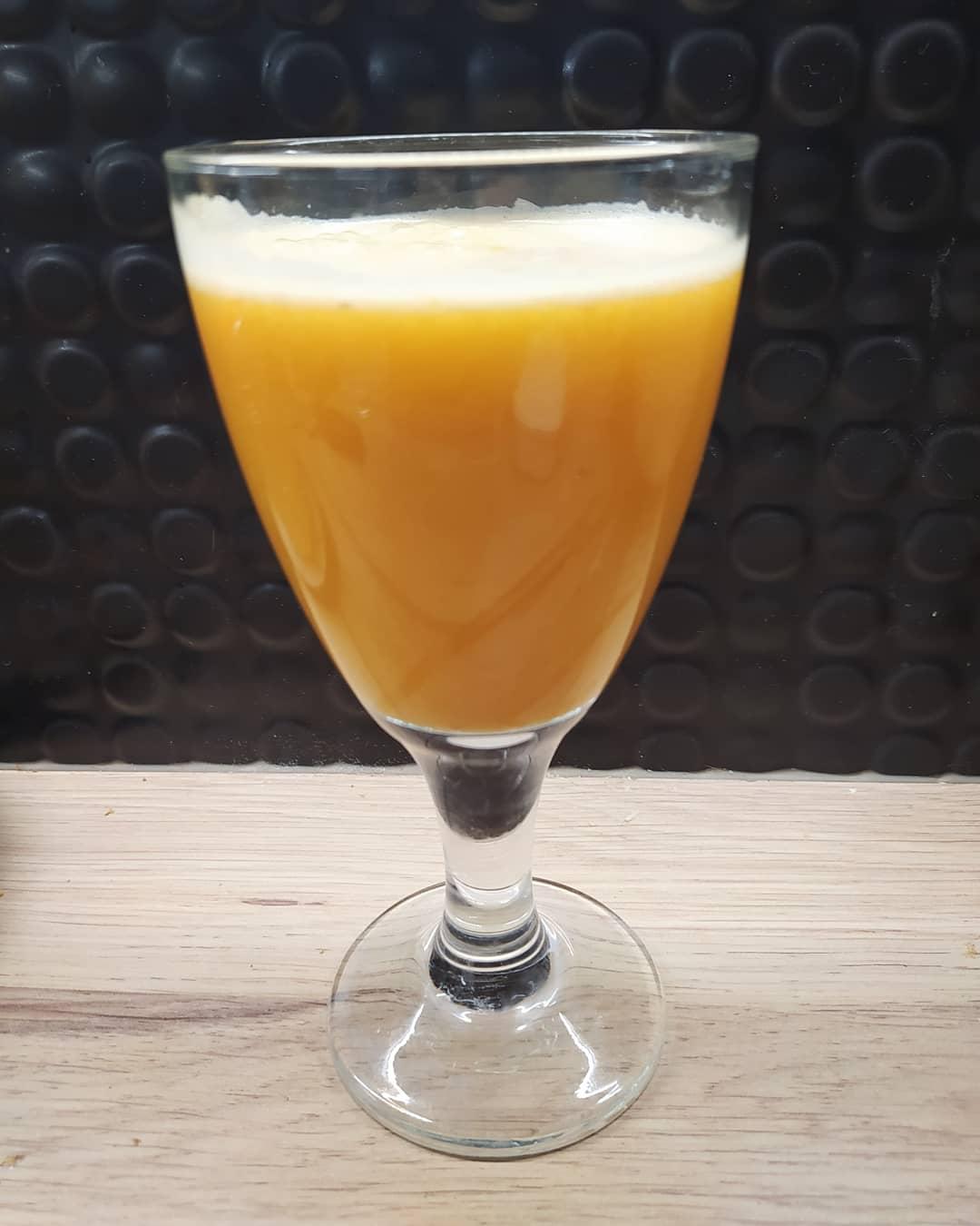 Sok owocowo- warzywny z pomarańczą i selerem naciowym